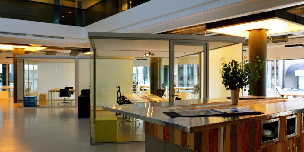 BounceSpace-Eindhoven-table-1000x500
