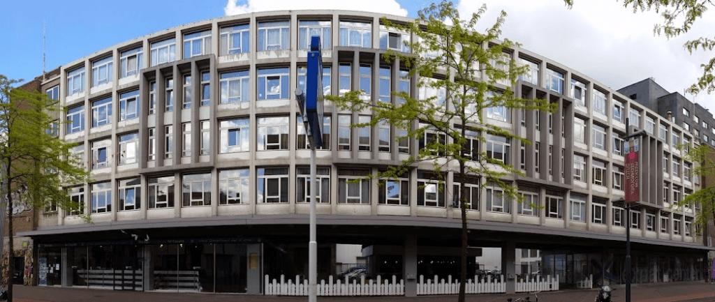 De voorgevel van het VDMA -complex aan de Vestdijk - mogelijk binnenkort een verzamelplek voor startups.