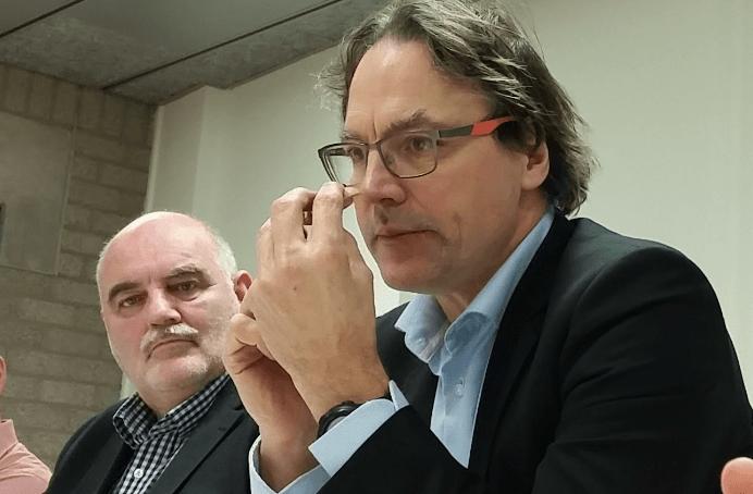 Hans Morel (UWV) en Staf Depla (wethouder) tijdens de presentatie