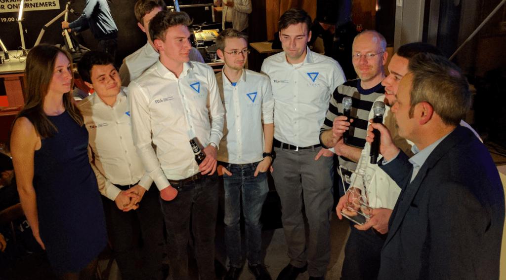 Een deel van het team Storm bij de uitreiking van de High Tech Piek Award