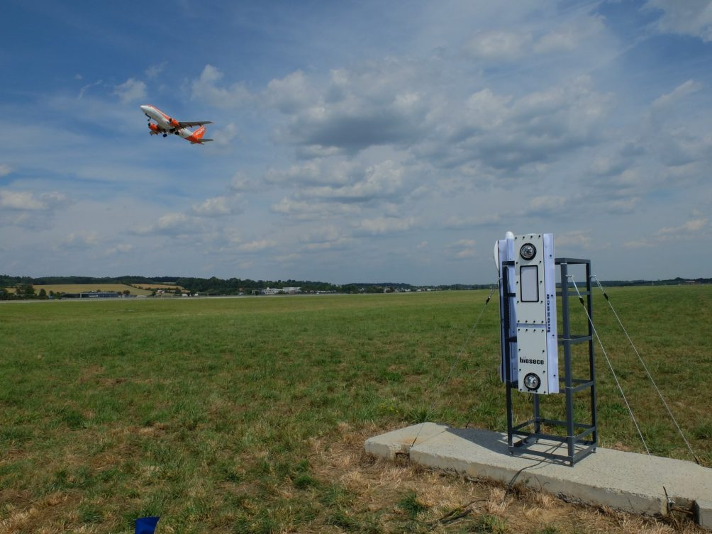 Start-up Bioseco produces a system that protects birds from colliding with windturbines and airplanes at airports