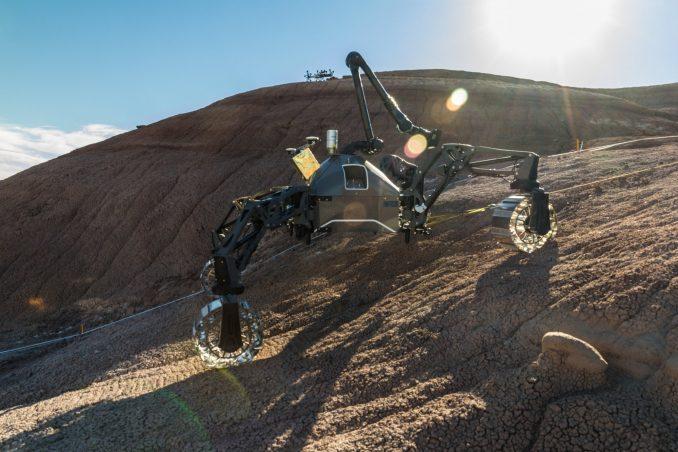 Auch Roboter wie diese könnten mit Hilfe von Q-Rock konstruiert werden: DFKI-Robotersystem SherpaTT im Feldtest in der marsähnlichen Wüste von Utah. Foto: DFKI