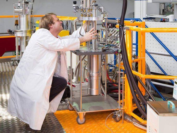 Phasenswechselspeicher- Neutronenquelle