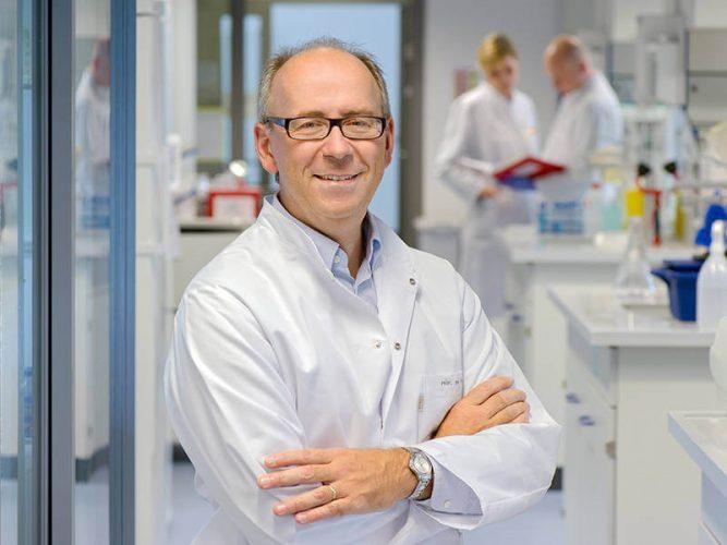 Percy Knolle von der TUM forscht an den Ursachen für Leberversagen