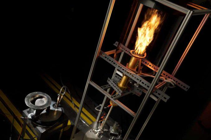 Testopstelling van metaalverbranding ©Bart van Overbeeke
