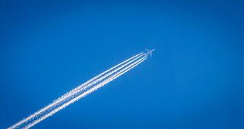 Würden Flugzeuge mit synthetischem Kerosin fliegen würde das die Umweltbilanz deutllich verbessern