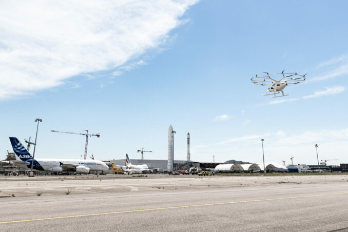 This image has an empty alt attribute; its file name is 21.06.2021_Volocopter_Paris_Le_Bourget_Pressefoto_7018-scaled-1-678x452.jpg